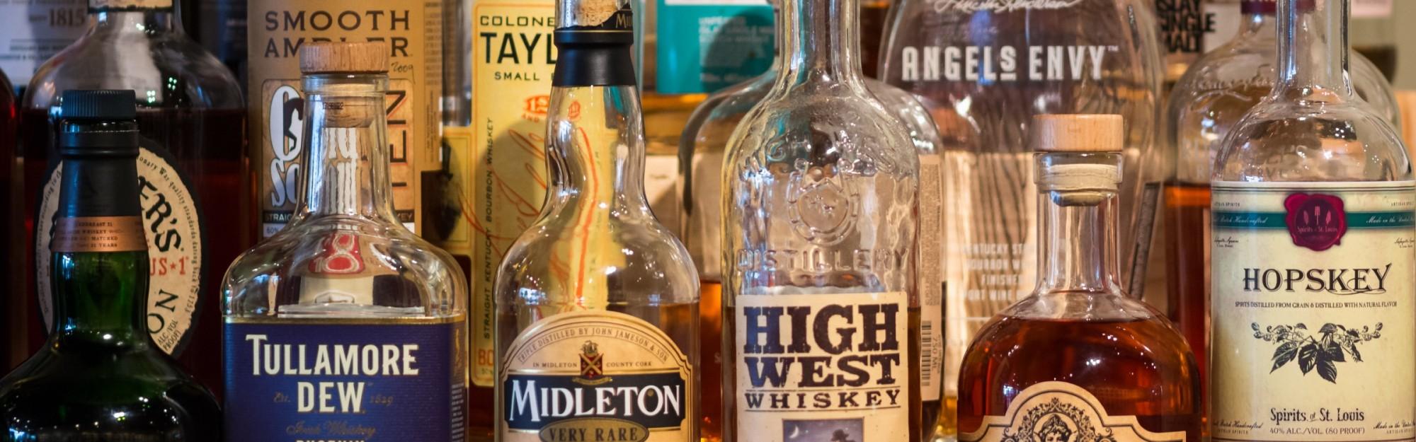 Wie kann ich jemandem mit Alkoholproblemen helfen?
