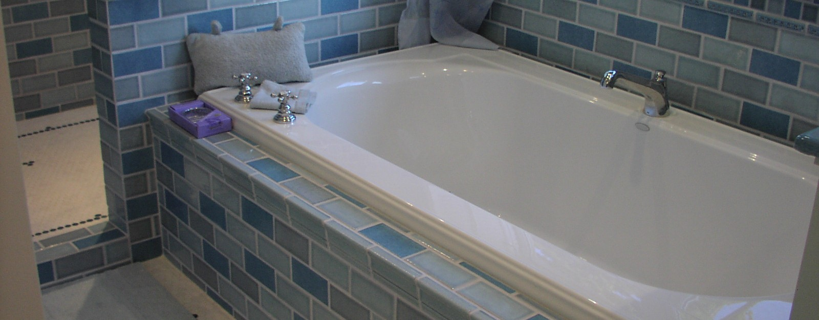 Wie bekomme ich meine Badewanne wieder weiß?