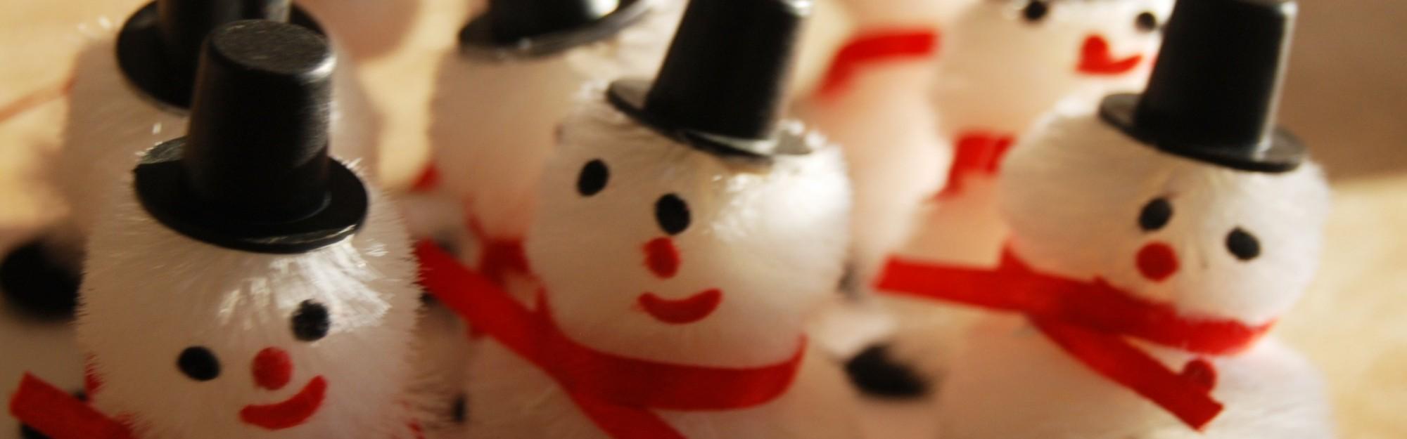 Wie bastel ich einen Schneemann-Adventskalender?