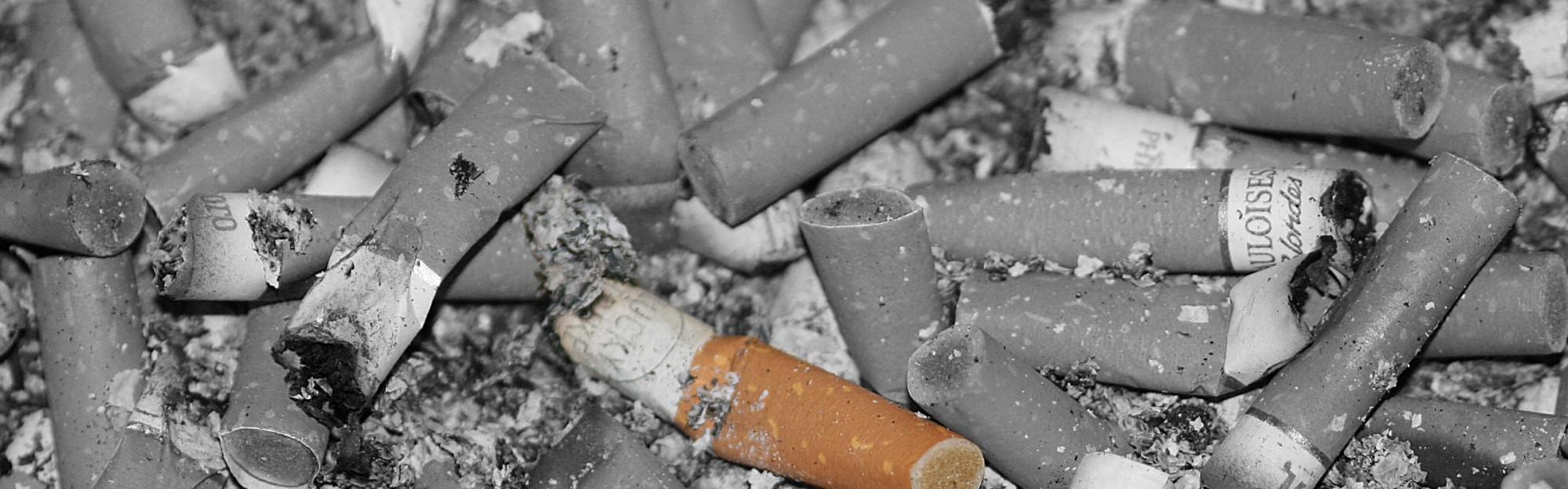 Wie bekämpfe ich Zigarettenrauchgeruch im Zimmer?