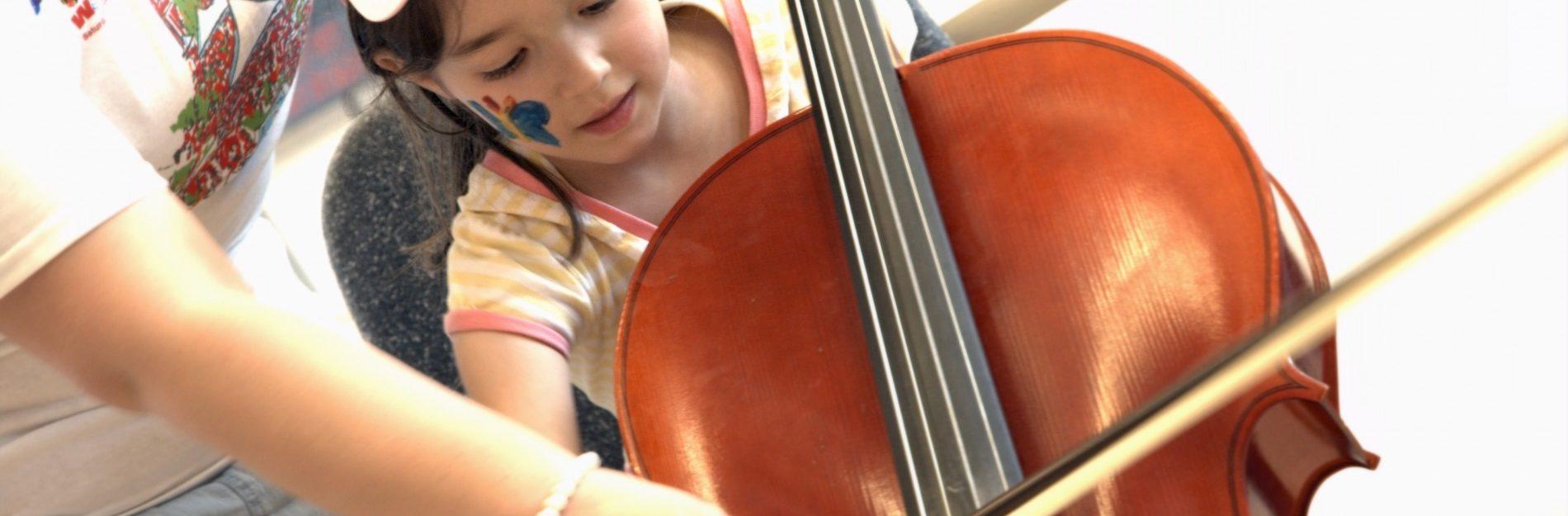Wie bringe ich meinem Kind ein Musikinstrument näher?