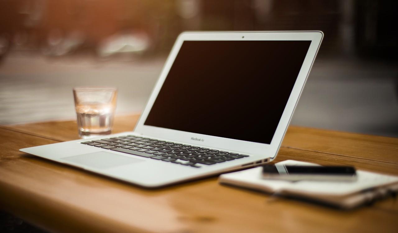 Wie benutze ich die integrierte Kamera im MacBook?