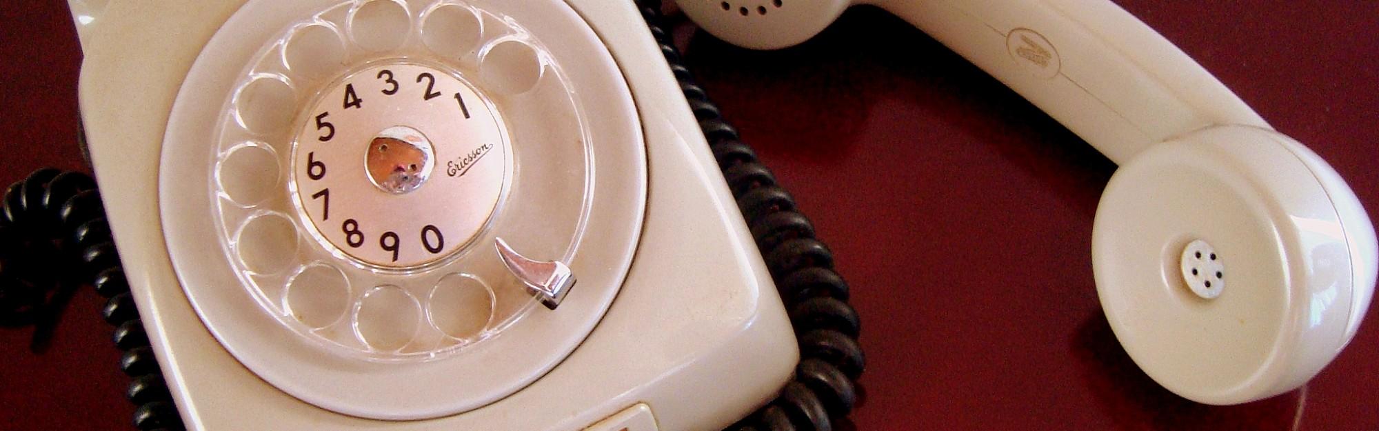 Wie kann ich günstig ins Ausland telefonieren?